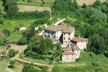 Castle in the hamlet of Salutio – Arezzo countryside